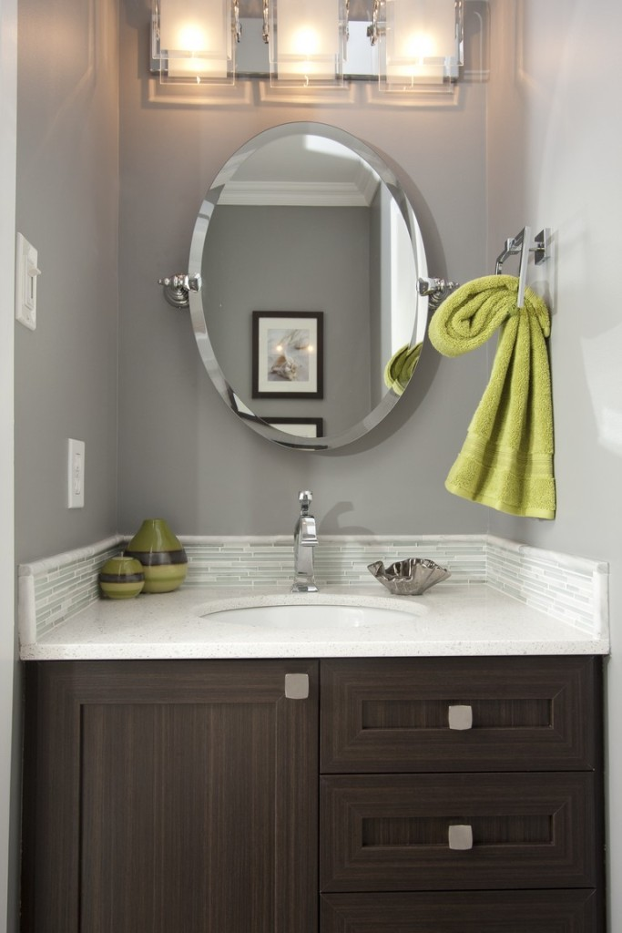 Powder Rom vanity and mirror
